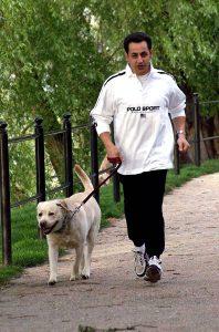 Nicolas Sarkozy chien labrador