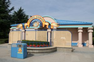 animal care center disneyland paris chien